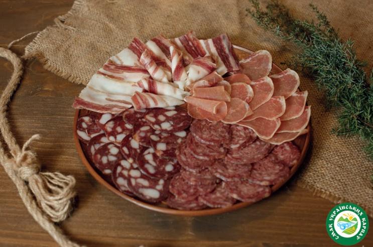 М'ясна тарілка - унікальні смаки виробів з екологічно чистого м'яса.